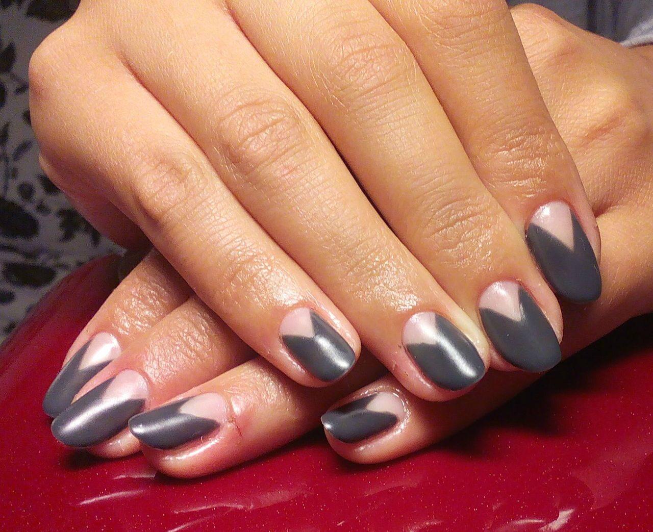 Ногти шеллак фото серый цвет